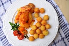 Peito de frango enchido e roasted no forno Fotos de Stock Royalty Free
