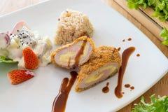Peito de frango enchido espinafres Foto de Stock