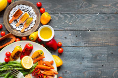 Peito de frango grelhado com legumes frescos Imagem de Stock Royalty Free