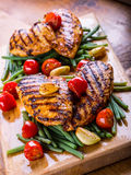 Peito de frango grelhado em variações diferentes com tomat da cereja fotografia de stock