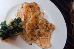 Peito de galinha com espinafre Imagens de Stock Royalty Free