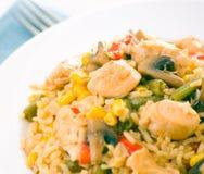 Peito de galinha com vegetais, cogumelos e arroz imagem de stock royalty free