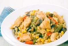 Peito de galinha com vegetais, cogumelos e arroz fotos de stock royalty free