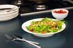 Peito de galinha cortado como o ingrediente da salada Foto de Stock Royalty Free