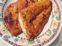 Peito de galinha fritada fotos de stock