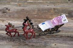 Peitoril do Natal com dinheiro no transporte da rena Foto de Stock Royalty Free