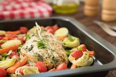 Peitos de frango com alho e alecrins Fotografia de Stock Royalty Free