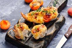 Peitos de frango cozinhados com abricó imagem de stock royalty free