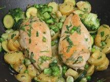 Peitos de galinha Bandeja-Fritados do estragão Foto de Stock