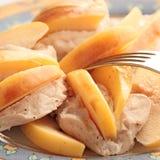 Peitos de galinha cozidos com quince Imagens de Stock Royalty Free