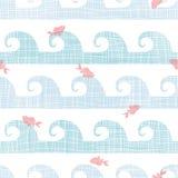Peixes abstratos de matéria têxtil entre o teste padrão sem emenda das ondas Foto de Stock Royalty Free