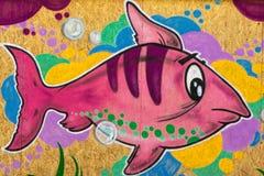 Peixes cor-de-rosa Grafito na parede pública, rua Art Graffiti Fotos de Stock Royalty Free