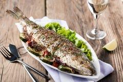 Peixes cozidos com vegetais Imagens de Stock