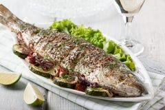 Peixes cozidos com vegetais Foto de Stock Royalty Free