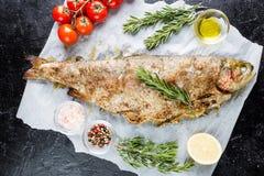 Peixes cozidos da truta foto de stock