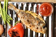 Peixes cozinhados na grade Imagem de Stock Royalty Free