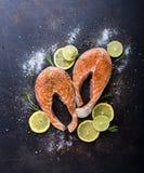 Peixes crus com fatias de citrino Fotografia de Stock