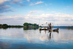Peixes da captura dos pescadores Fotografia de Stock