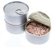 Peixes de atum em uma lata no branco imagem de stock royalty free