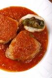 Peixes de atum no molho de tomate com pimenta e pão Imagens de Stock Royalty Free