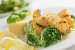 Peixes de bacalhau grelhados Imagens de Stock Royalty Free