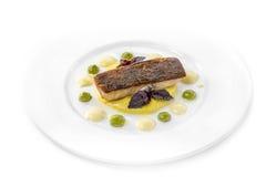 Peixes de bacalhau grelhados com molho fotos de stock royalty free
