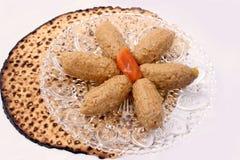 Peixes de Gefilte e de passover de Matza alimento judaico tradicional Imagens de Stock Royalty Free