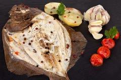 Peixes do linguado com batatas foto de stock royalty free
