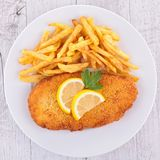 Peixes e batatas fritas panados Fotografia de Stock Royalty Free