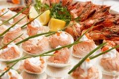 Peixes e caviar vermelho Fotos de Stock