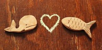 Peixes e coração da argila Foto de Stock Royalty Free
