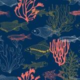 Peixes e ilustração tirada mão do teste padrão dos corais fotos de stock