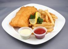 Peixes e microplaquetas fritados Imagens de Stock Royalty Free