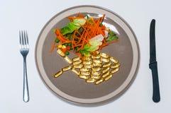 Peixes e salada imagem de stock royalty free