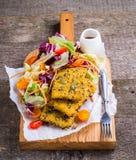 Peixes e salada Imagens de Stock Royalty Free