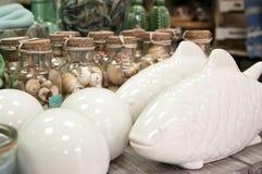 Peixes e shell cerâmicos, decorações home Fotografia de Stock