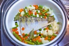Peixes e vegetais Imagem de Stock