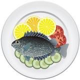 Peixes e vegetais em uma placa Imagem de Stock