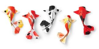 Peixes feitos a mão da carpa do koi do origâmi do ofício de papel no fundo branco Foto de Stock