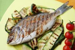 Peixes frescos com vegetal Imagem de Stock Royalty Free