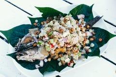 Peixes fritados com ervas Fotos de Stock Royalty Free