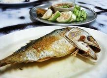 Peixes fritados com pasta do camarão Fotografia de Stock