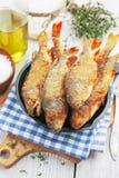 Peixes fritados em uma frigideira Foto de Stock Royalty Free