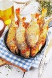 Peixes fritados em uma frigideira Foto de Stock
