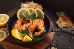 Peixes fritados ou grelhados Imagens de Stock Royalty Free