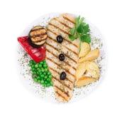 Peixes grelhados com vegetais Fotografia de Stock Royalty Free
