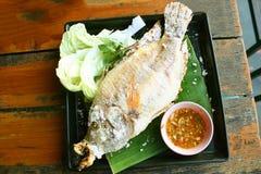Peixes grelhados Crusted sal imagens de stock royalty free