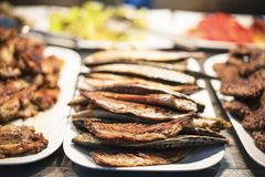 Peixes grelhados deliciosos imagem de stock royalty free