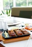 Peixes grelhados em um restaurante Imagens de Stock Royalty Free