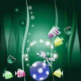 Peixes pequenos e uma esfera de ano novo Fotos de Stock